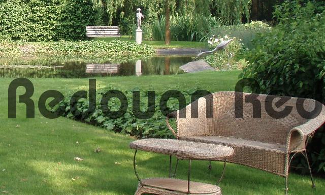 Product picture Garden furniture with a pond and two statues on the backgrou